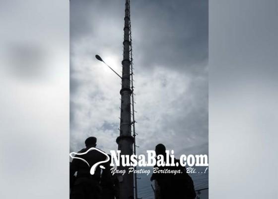 Nusabali.com - dprd-desak-bongkar-tower-ilegal