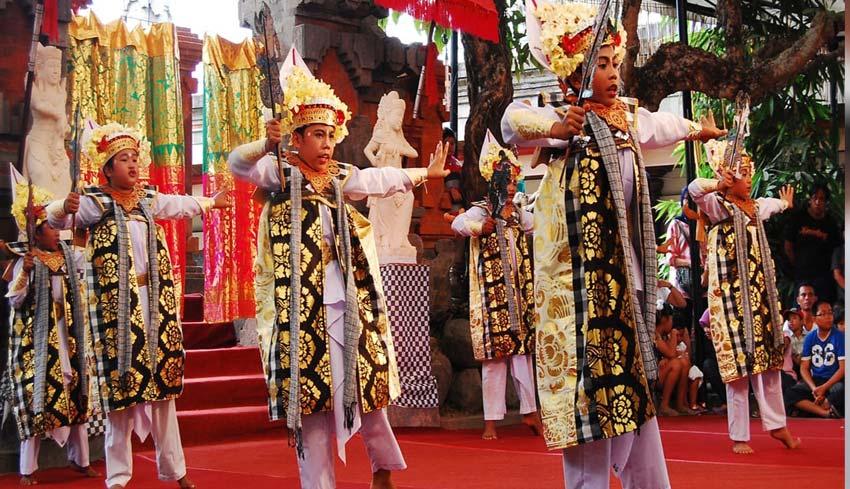 www.nusabali.com-termasuk-ritual-ngerebong-tari-baris-wayang-tari-baris-china