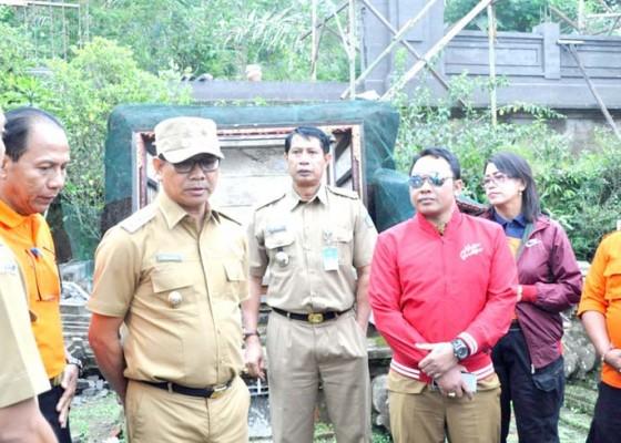 Nusabali.com - wabup-suiasa-kunjungi-korban-terdampak-gempa-di-petang