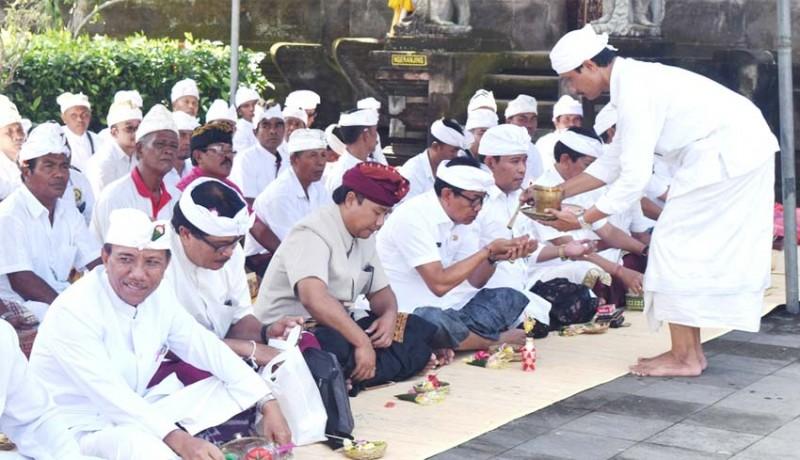 www.nusabali.com-pemkab-badung-gelar-karya-pecaruan-kalinuhan-di-pura-lingga-bhuwana
