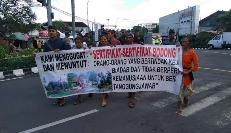 www.nusabali.com-warga-tegal-jambangan-datangi-pn-gianyar