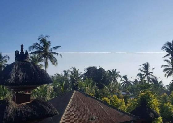 Nusabali.com - fenomena-awan-terbelah-gegerkan-buleleng