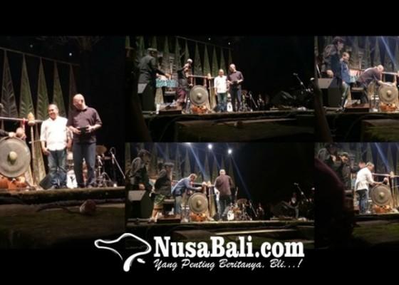 Nusabali.com - ditandai-5-kali-pemukulan-gong-ubud-village-jazz-festival-2018-resmi-dibuka