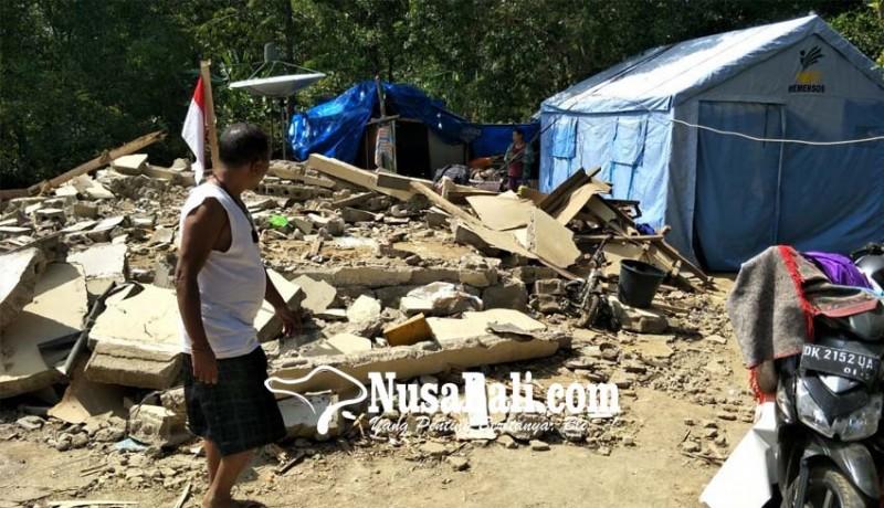 www.nusabali.com-7-kk-korban-gempa-dari-desa-pakisan-ngungsi-dalam-satu-tenda