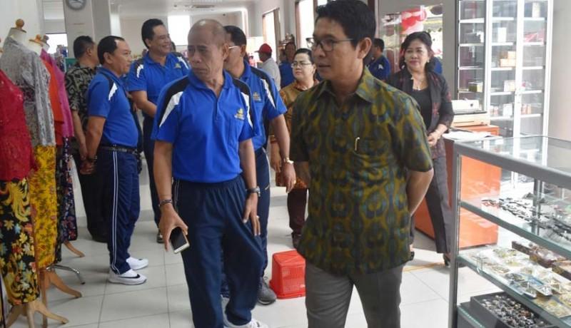 www.nusabali.com-sekda-badung-luncurkan-bs-mart-di-puspem-badung