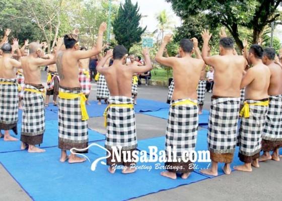 Nusabali.com - seru-pasien-odgj-menari-kecak-di-rsjp-bangli