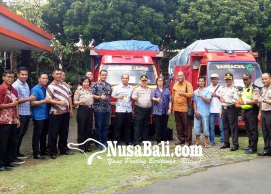 Nusabali.com - polda-kirim-2-truk-bantuan-ke-korban-gempa