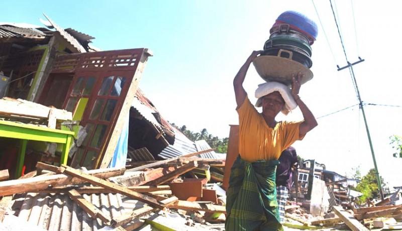 www.nusabali.com-korban-gempa-selamatkan-barang