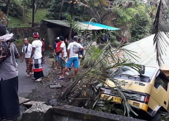 Nusabali.com - pulang-melayat-truk-angkut-45-penumpang-nyungsep-ke-jurang