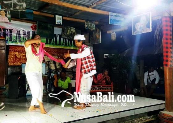 Nusabali.com - protes-joged-jaruh-melalui-joged-muani