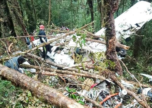 Nusabali.com - pesawat-dimonim-air-hancur-1-anak-selamat