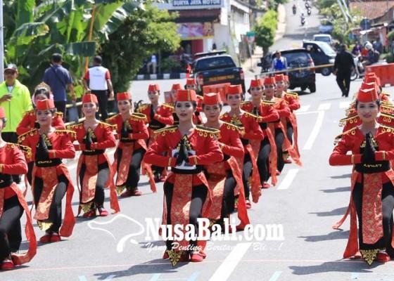 Nusabali.com - hut-ri-di-klungkung-dimeriahkan-gerak-jalan-indah