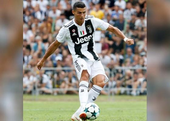 Nusabali.com - ronaldo-cetak-gol-pertama-bagi-juventus
