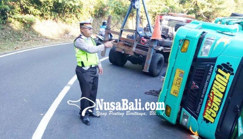 www.nusabali.com-hindari-tabrakan-truk-teguling-di-gitgit