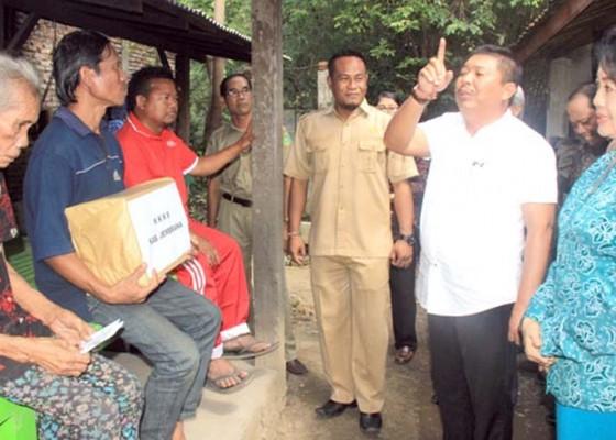 Nusabali.com - bupati-artha-kunjungi-penderita-disabilitas