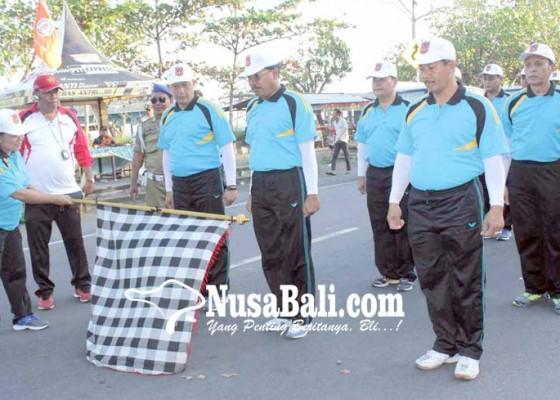 Nusabali.com - 55-regu-gerak-jalan-konser-di-jalanan