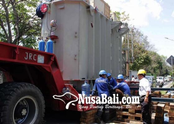 Nusabali.com - pln-gardu-induk-amlapura-datangkan-trafo-seberat-80-ton