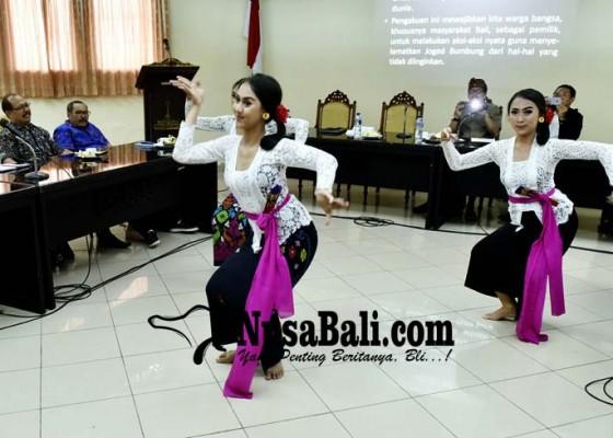 Nusabali.com - kaget-lihat-tayangan-joged-jaruh