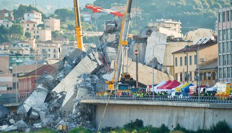 www.nusabali.com-jembatan-layang-di-italia-ambruk