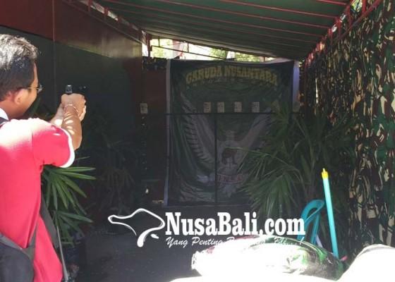 Nusabali.com - warga-terpikat-permainan-menembak-di-pameran-inkra