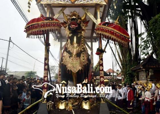 Nusabali.com - atribut-pdip-warnai-palebon-aa-kompiang-raka