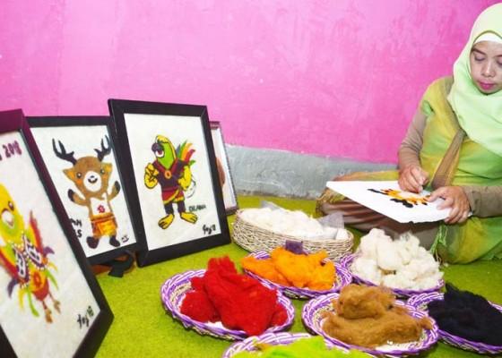 Nusabali.com - kerajinan-lukisan-dari-limbah-bulu-domba