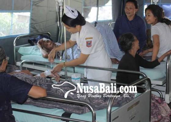 Nusabali.com - hindari-gempa-susulan-pasien-dirawat-di-tenda