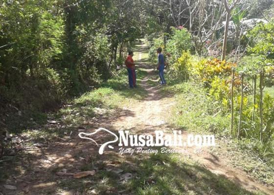 Nusabali.com - warga-munduk-nangka-keluhkan-kondisi-jalan