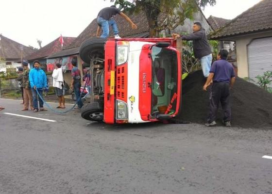 Nusabali.com - pecah-ban-truk-terguling