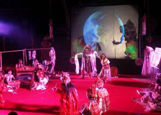 Nusabali.com - teater-transisi-wayang-listrik-dikemas-apik