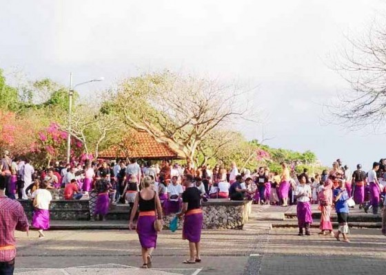 Nusabali.com - objek-wisata-uluwatu-perlu-tambah-hidran-dan-mobil-tangki
