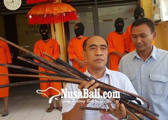 Nusabali.com - empat-sekawan-nyolong-kabel-majikan