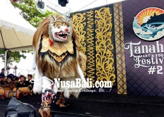 Nusabali.com - barong-kuluk-kagetkan-wisatawan-tanah-lot-festival
