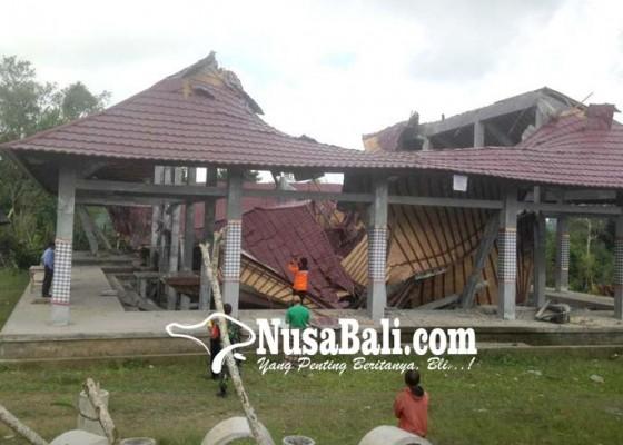 Nusabali.com - wantilan-pura-dalem-ambruk-diguncang-gempa