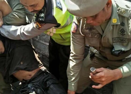 Nusabali.com - dramatis-penangkapan-pria-ngamuk-bawa-pisau