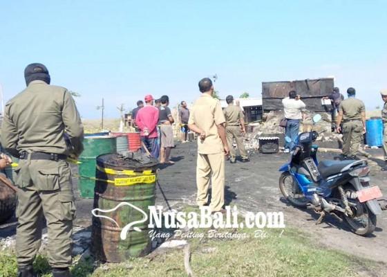 Nusabali.com - segel-usaha-penyulingan-minyak-ikan-satpol-pp-jembrana-dihadang-perbekel