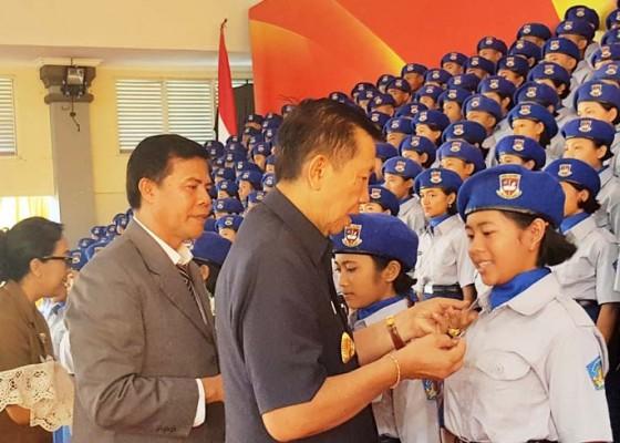 Nusabali.com - gubernur-pastika-kukuhkan-286-orang-peserta-didik-baru-sman-smkn-bali-mandara