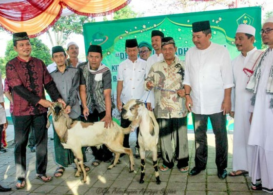Nusabali.com - pemkab-jembrana-serahkan-26-ekor-hewan-kurban
