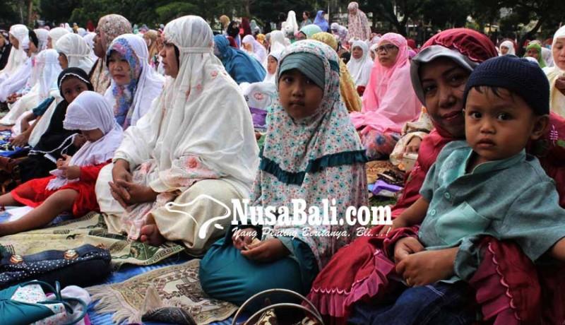 www.nusabali.com-ribuan-umat-islam-shalat-idul-adha