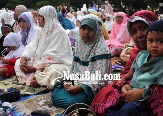 Nusabali.com - ribuan-umat-islam-shalat-idul-adha