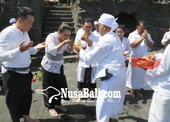 Nusabali.com - hari-ini-bupati-tabanan-buka-posko-pengobatan-sekala-niskala-penari-rejang-sandat-ratu-segara