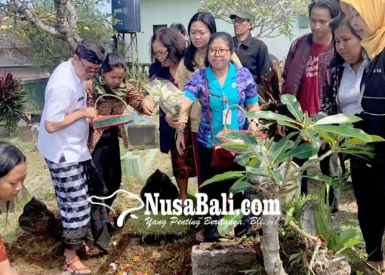 Nusabali.com - tak-ada-yang-mengakui-jenazah-odgj-dikubur-di-pemakaman-umum