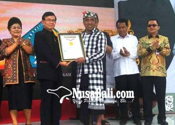 Nusabali.com - desa-duda-timur-gondol-lima-penghargaan-muri