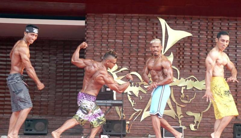 www.nusabali.com-56-pria-kekar-beradu-keindahan-otot