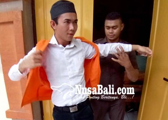 Nusabali.com - papi-karaoke-dituntut-8-bulan