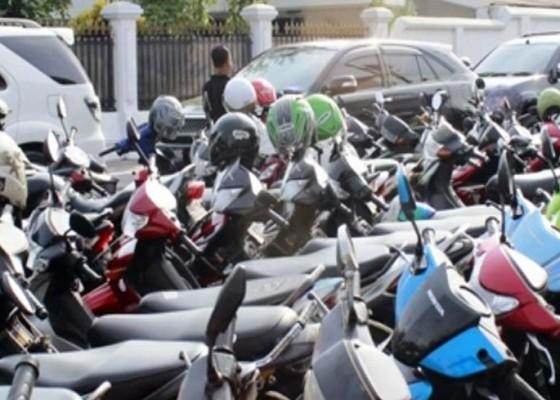 Nusabali.com - pajak-parkir-di-buleleng-anjlok