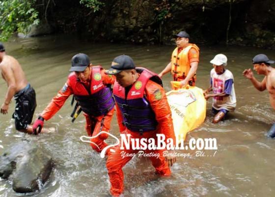 Nusabali.com - petugas-berenang-evakuasi-korban