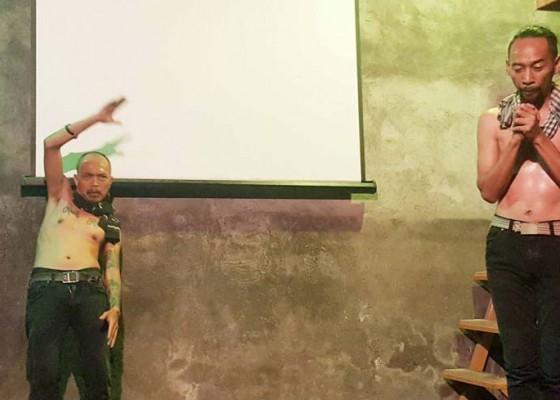 Nusabali.com - dua-aktor-teater-jakarta-pentas-di-buleleng