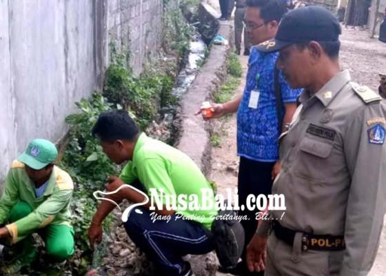 Nusabali.com - tim-dinas-lhk-temukan-9-pipa-penyalur-limbah