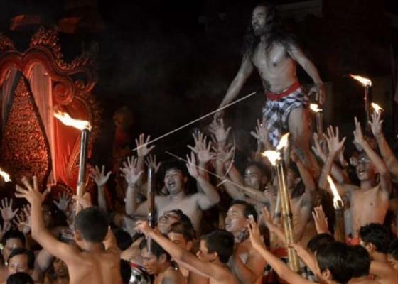 Nusabali.com - parade-cak-modern-tampilkan-18-komunitas-seni